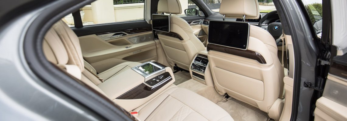 United private airport transfers Sydney in limo